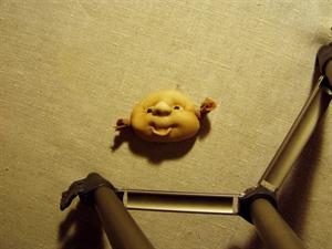 Billede af færdigsyet nisserik ansigt   m.åben mund.
